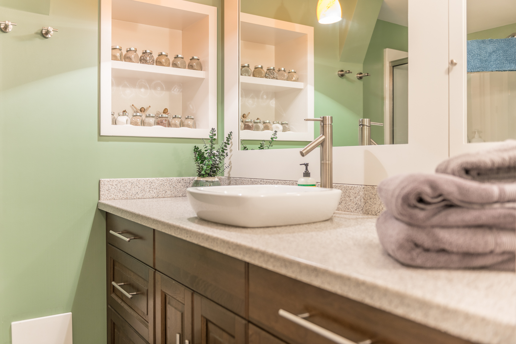 5 Steps To A Clean Bathroom Ensourced Airbnb Management Services